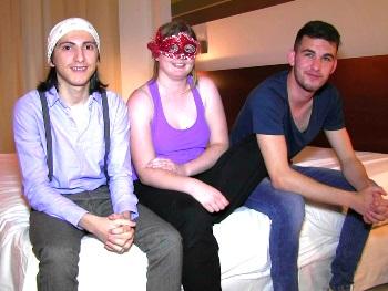 Filipe convence a una amiga de 18 añitos para hacer su primer trío y grabar porno. Habemus crack.
